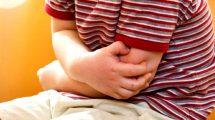 У ребенка болит живот и температура: причины, почему, что делать