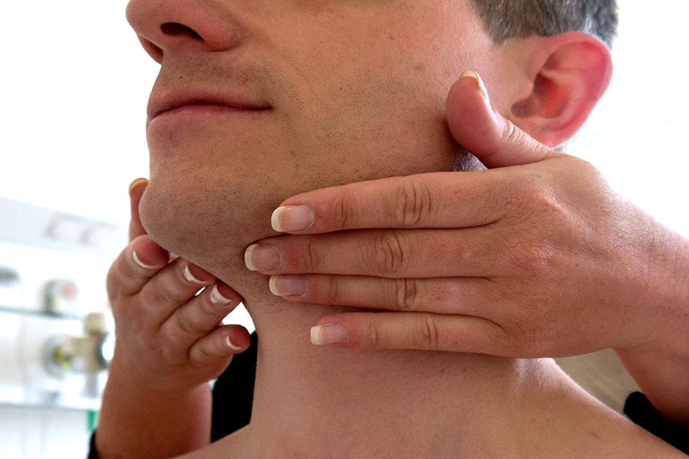Воспаление лимфоузлов на шее у взрослого: лечение, симптомы, причины лимфаденита