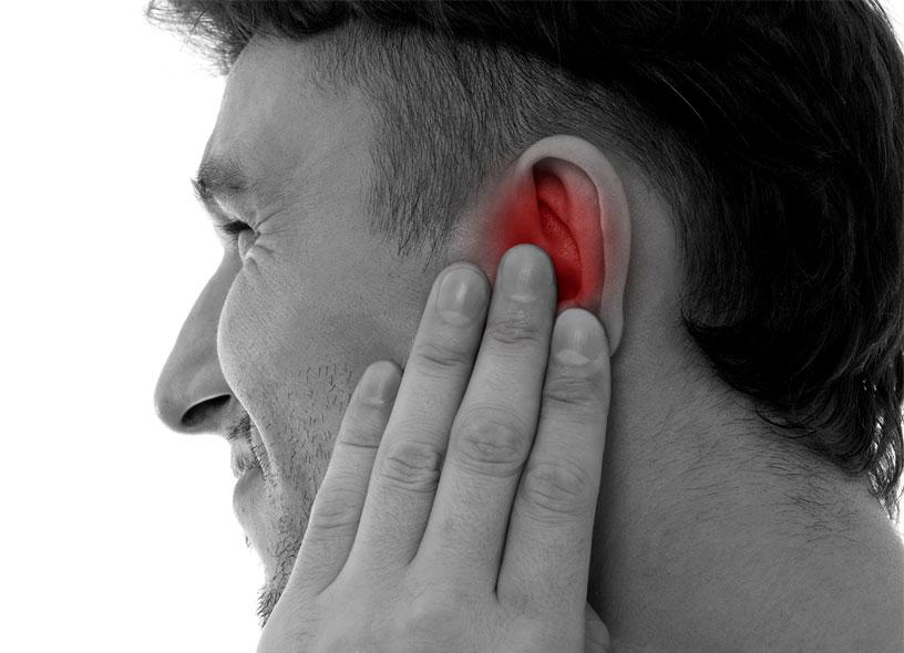 Заложено ухо: что делать в домашних условиях, причины, лечение